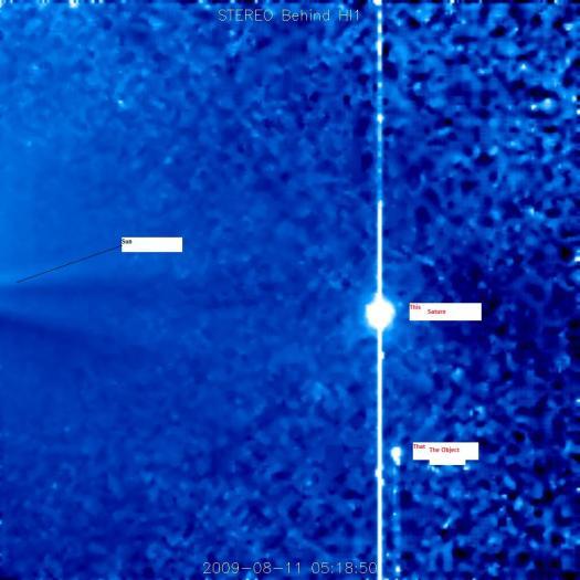 Y aquí tenemos la causa, y el objeto. Puede verse tras Saturno.
