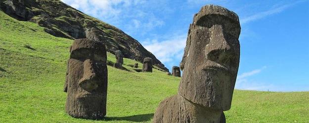 Los Moais enterrados en la Isla de Pascua, tienen cuerpo y aparecen misteriosas inscripciones en ellos. Att00001